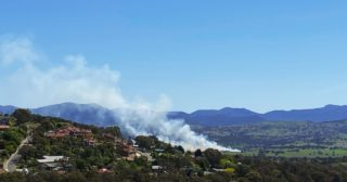 Every time I see burning off on the hills near my house it gives my heart a little jolt. Before I can even think about it, I'm straight back in the 2020 bushfire season. No blue-sky days back then though. Everything clogged with smoke and fire fringing those hills.  #notabushfire #burningoff #mountains #brindabellas #canberra #canberralife #2020bushfires
